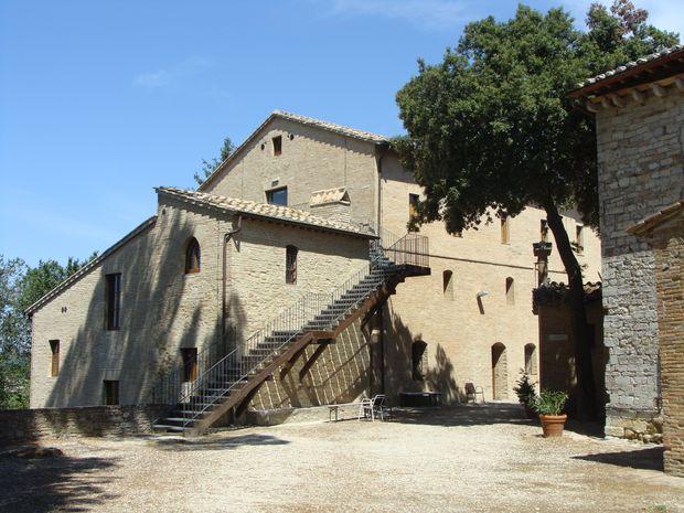 Jeden z budynków klasztoru - widok od strony patio